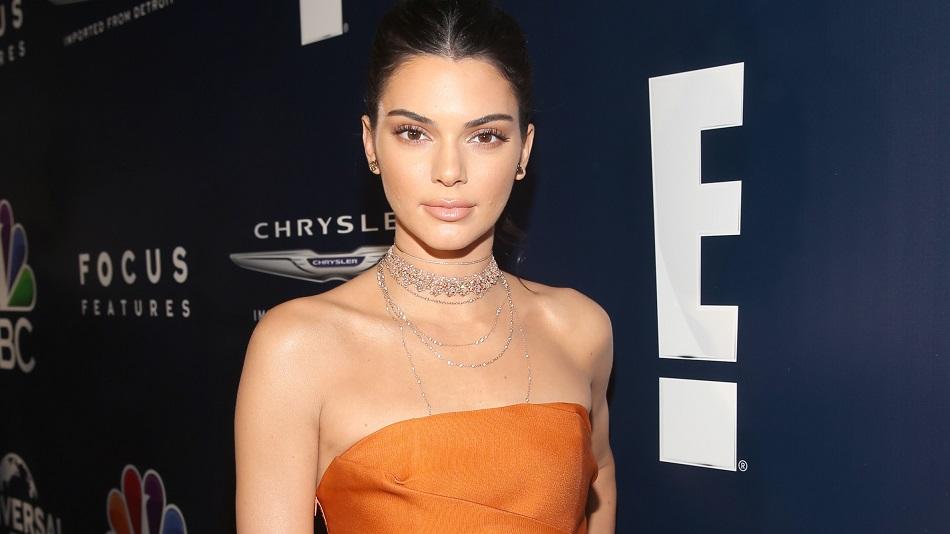 """Kendall Jenner abre o jogo e destaca vida amorosa, boatos sobre sua sexualidade e relação """"diferente"""" com a irmã"""