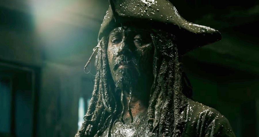"""""""Piratas do Caribe: A Vingança de Salazar"""" ganha novo trailer com Johnny Depp; assista"""
