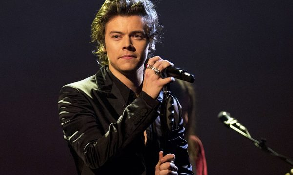 "Harry Styles emociona plateia ao apoiar fã sobre sexualidade: ""Como se sente?"""