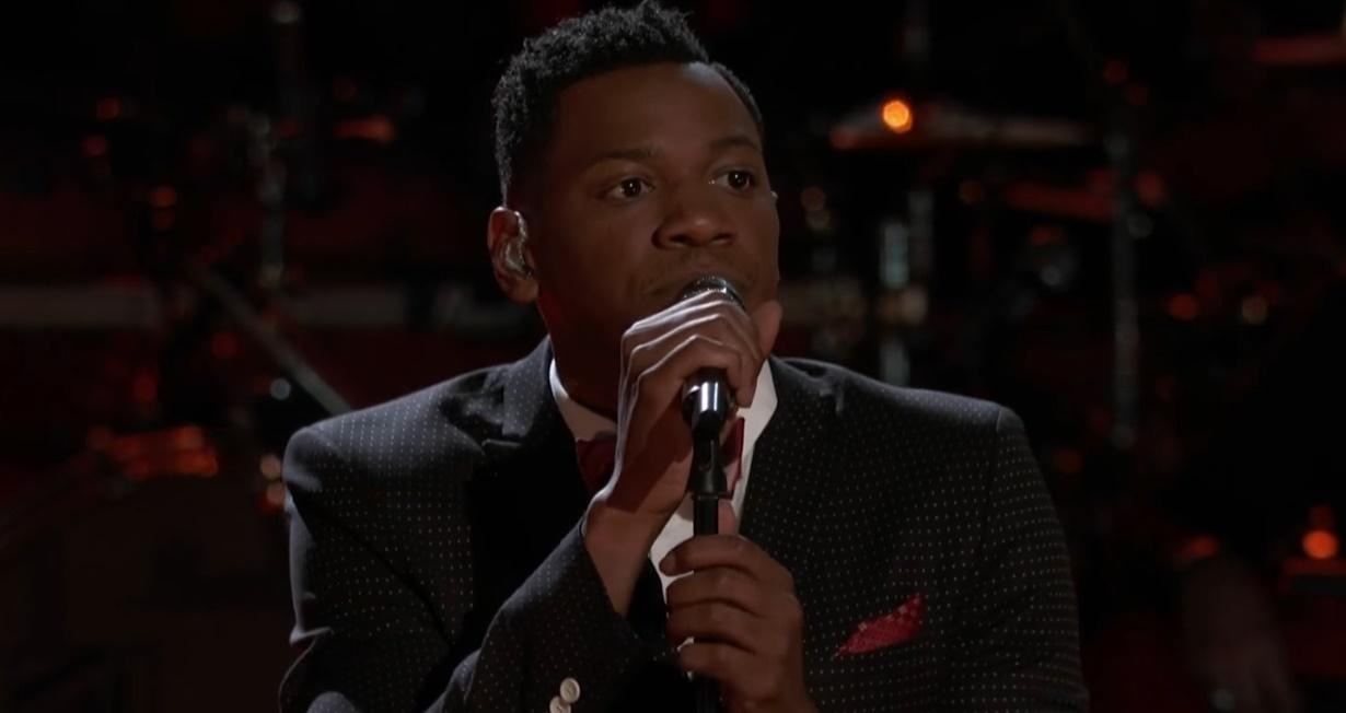 """Este homem se tornou favorito do """"The Voice EUA"""" ao cantar """"Love on the Brain"""", da Riri; Assista:"""