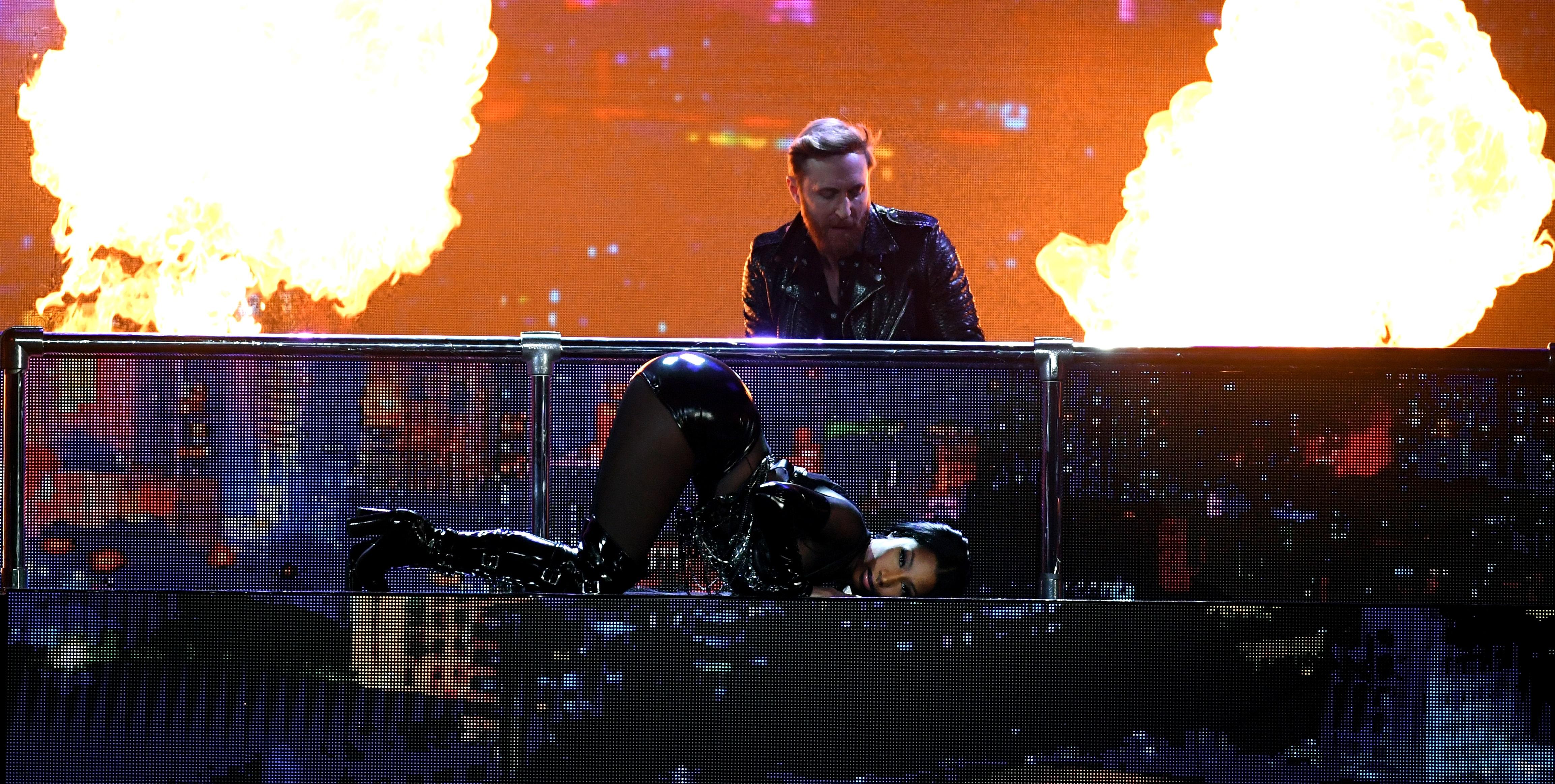 """Nicki Minaj abre o """"Billboard Music Awards 2017"""" com performance poderosa cheia de hits!"""