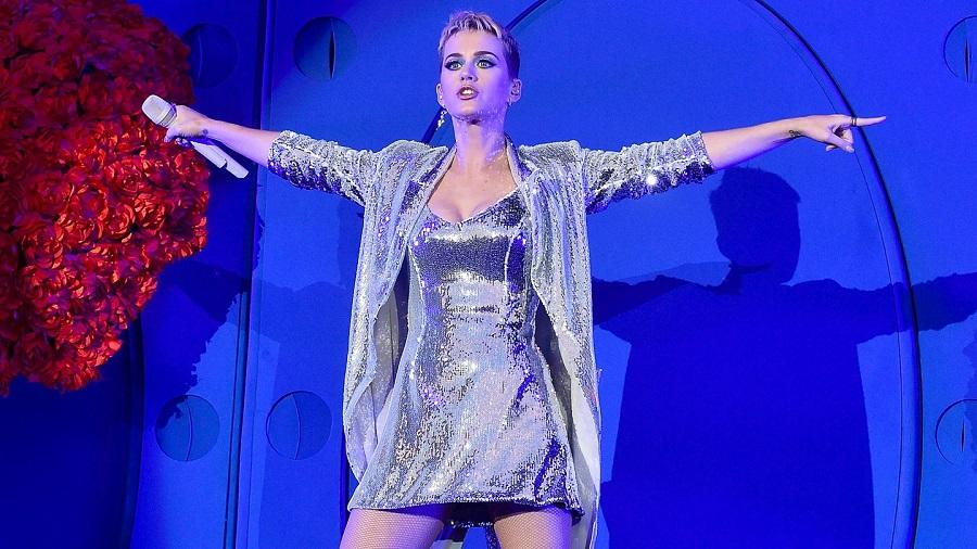 "Katy Perry se apresenta em TV japonesa com ""Act My Age"", veja!"