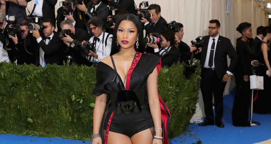 """Nicki Minaj discute com seguidor após críticas a letra de 'Bed' e sexualização: """"Idiota!"""""""