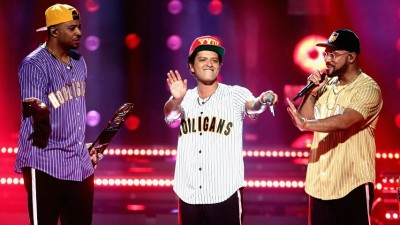 "Bruno Mars abre o BET Awards 2017 com performance dançante de ""Perm"""