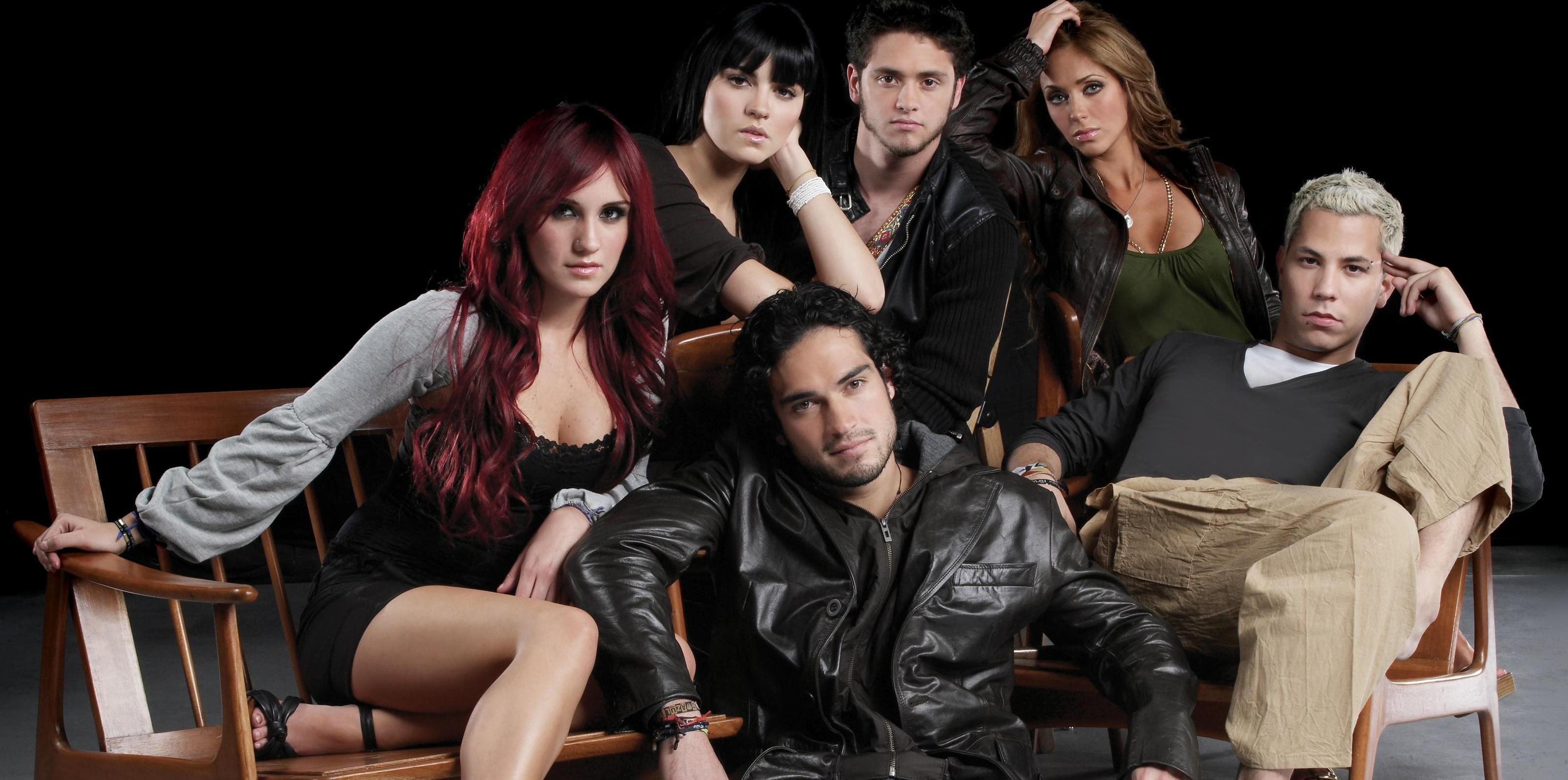 """Após encontros misteriosos, criador de """"Rebelde"""" fala sobre projeto do """"RBD"""" e anuncia série nova"""