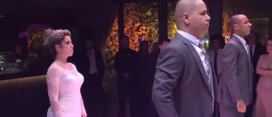 """Noiva faz surpresa para o amado e ARRASA dançando """"Paradinha"""", da Anitta, no casamento!"""