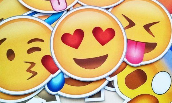 Apple anuncia lançamento de emojis com vários tipos e novos tons de cabelo; vem ver!