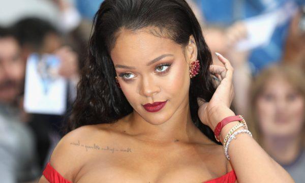 """Rihanna revela fato em comum com sua personagem em """"Oito Mulheres"""" e confessa furto"""