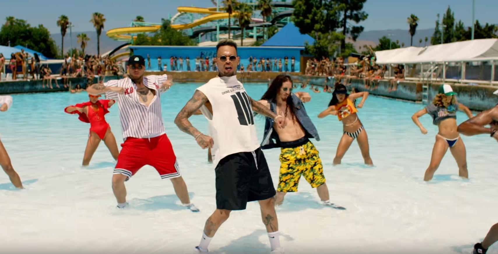 """Chris Brown arrasa na coreo em pool party do clipe de """"Pills and Automobiles"""", sua nova aposta"""