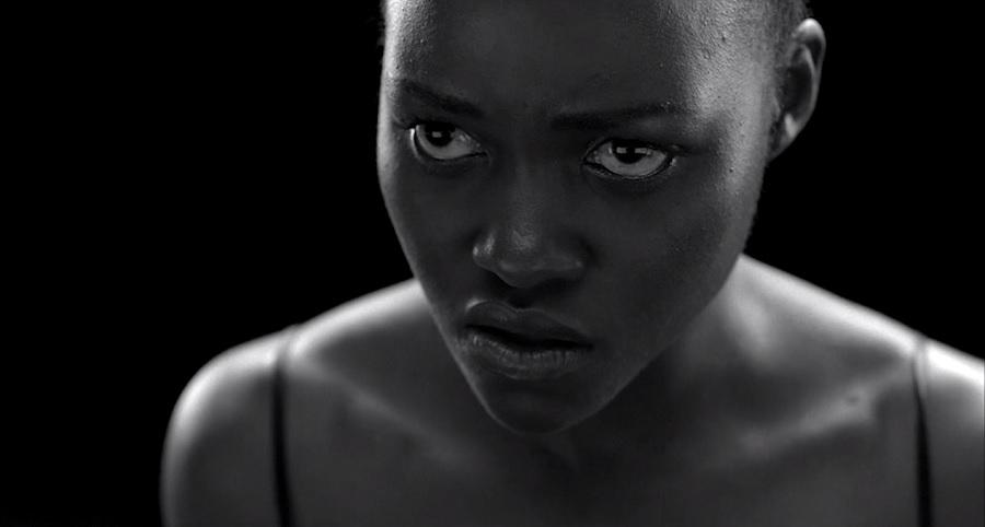 "Lupita Nyong'o estrela o expressivo clipe de ""MaNyfaCedGod"", de Jay Z; assista"