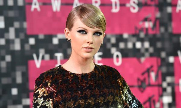 Rainha generosa! Taylor Swift doa R$58 mil para ajudar mãe de uma fã
