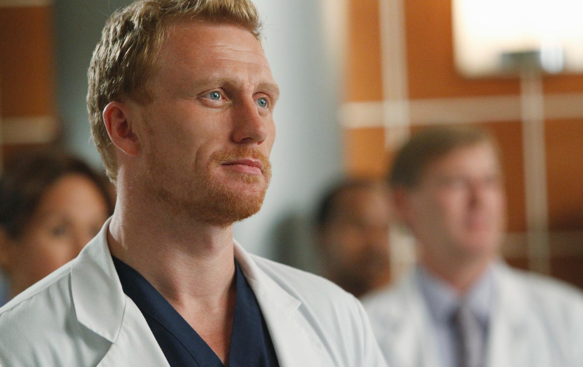 """""""Grey's Anatomy 14"""": sinopse traz drama com a irmã de Dr. Owen e descoberta sobre pesquisa"""