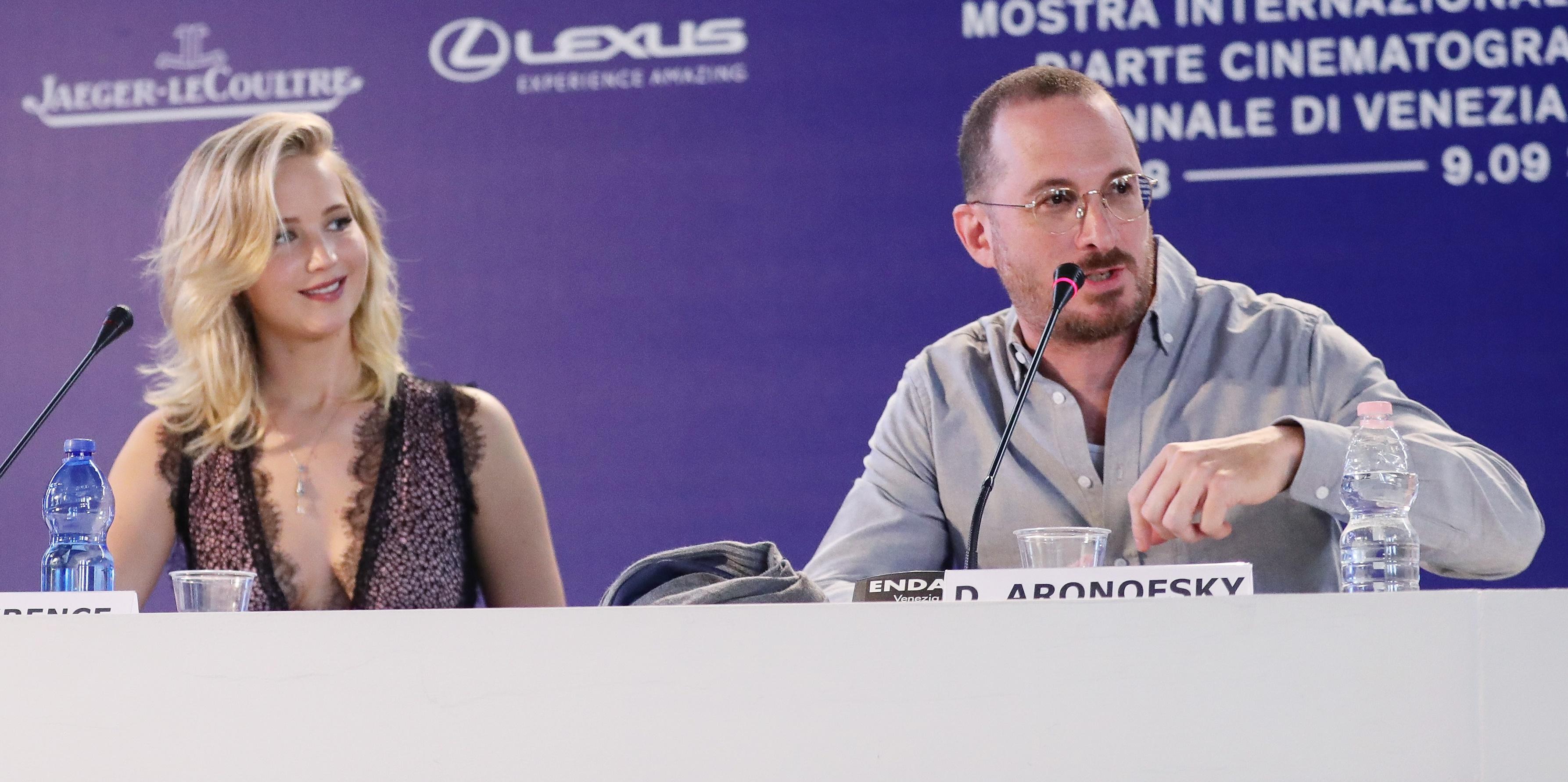 Jennifer Lawrence revela reação curiosa de quando leu roteiro do namorado Darren Aronofsky: 'Você tem sérios problemas psicológicos'