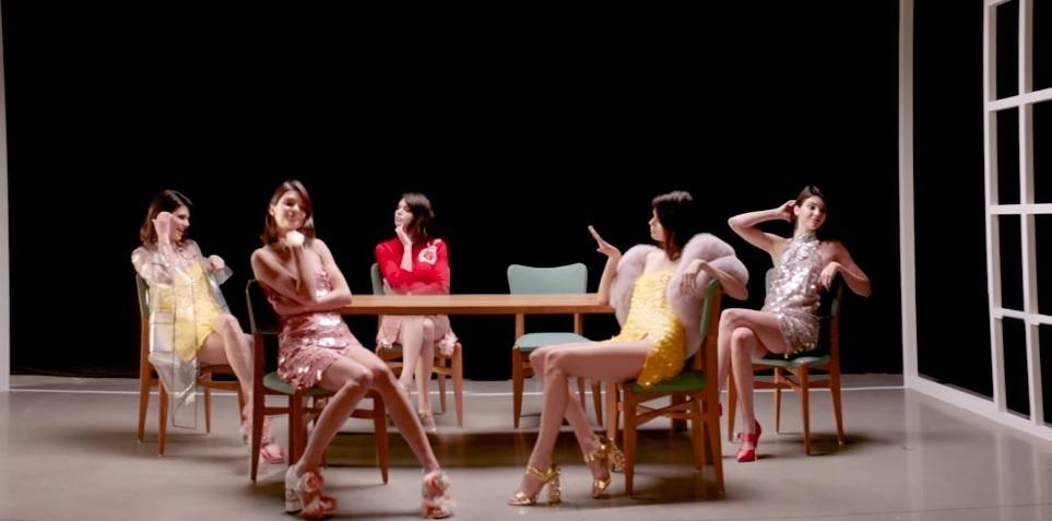 Kendall Jenner dá surra de close em clipe mara de Fergie; vem assistir!
