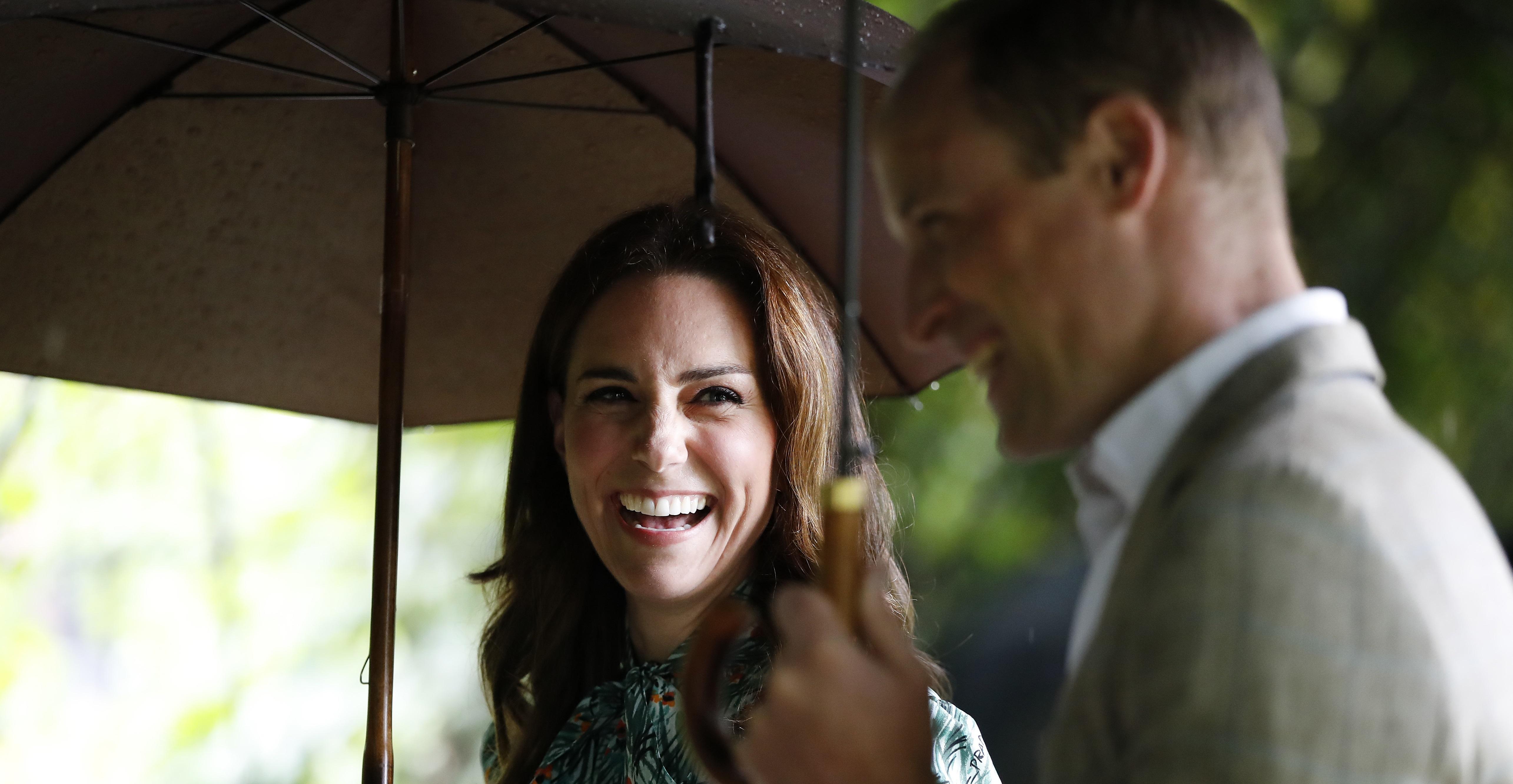 """Kate Middleton escolhe o mesmo look usado """"aos seis meses"""" em gravidez de Charlotte; fotos!"""