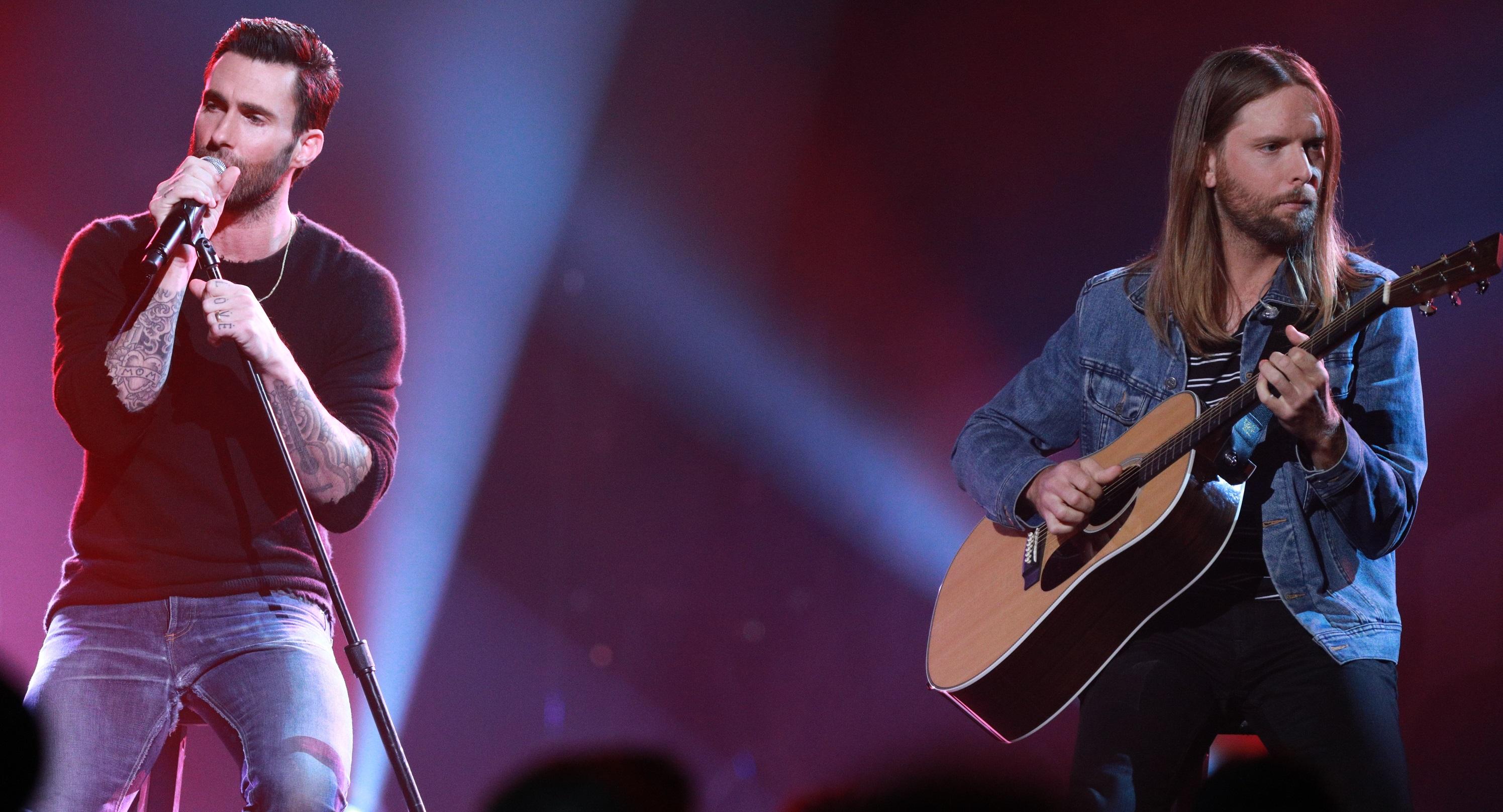 Prestes a lançar novo álbum, Maroon 5 divulga música inédita; vem ouvir 'Wait'!