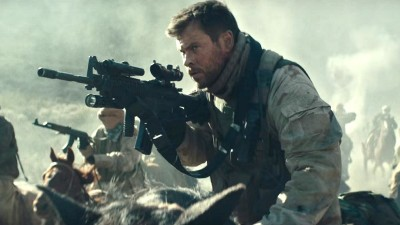 "Chris Hemsworth enfrenta terroristas no Afeganistão no trailer de ""12 Strong""; assista"