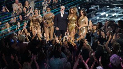 "Fifth Harmony arrasa em performance de ""Por Favor"" com Pitbull na TV; vem ver!"