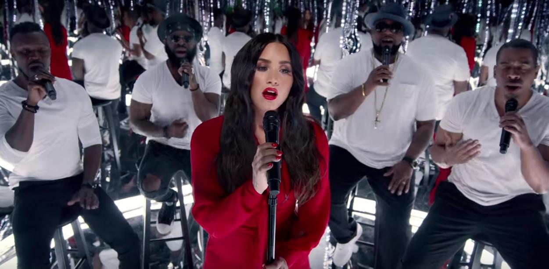 Demi Lovato faz performance perfeita de 'Stone Cold' com grupo vencedor de concurso de covers