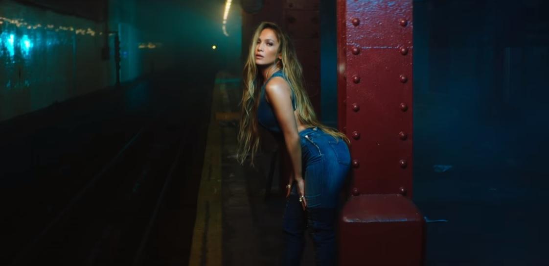 J.Lo dá aula de coreo e sensualidade no clipe de sua nova aposta, 'Amor, Amor, Amor'; vem ver
