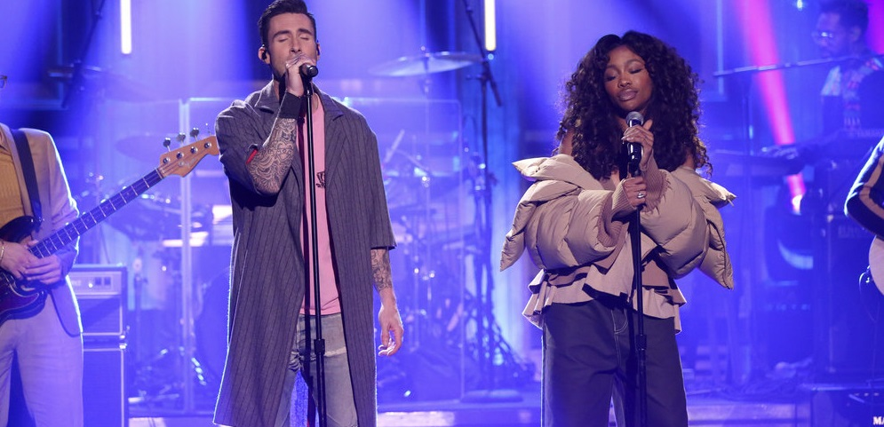 Maroon 5 e SZA arrasam na primeira performance na TV da MARA 'What Lovers Do'; vem ver