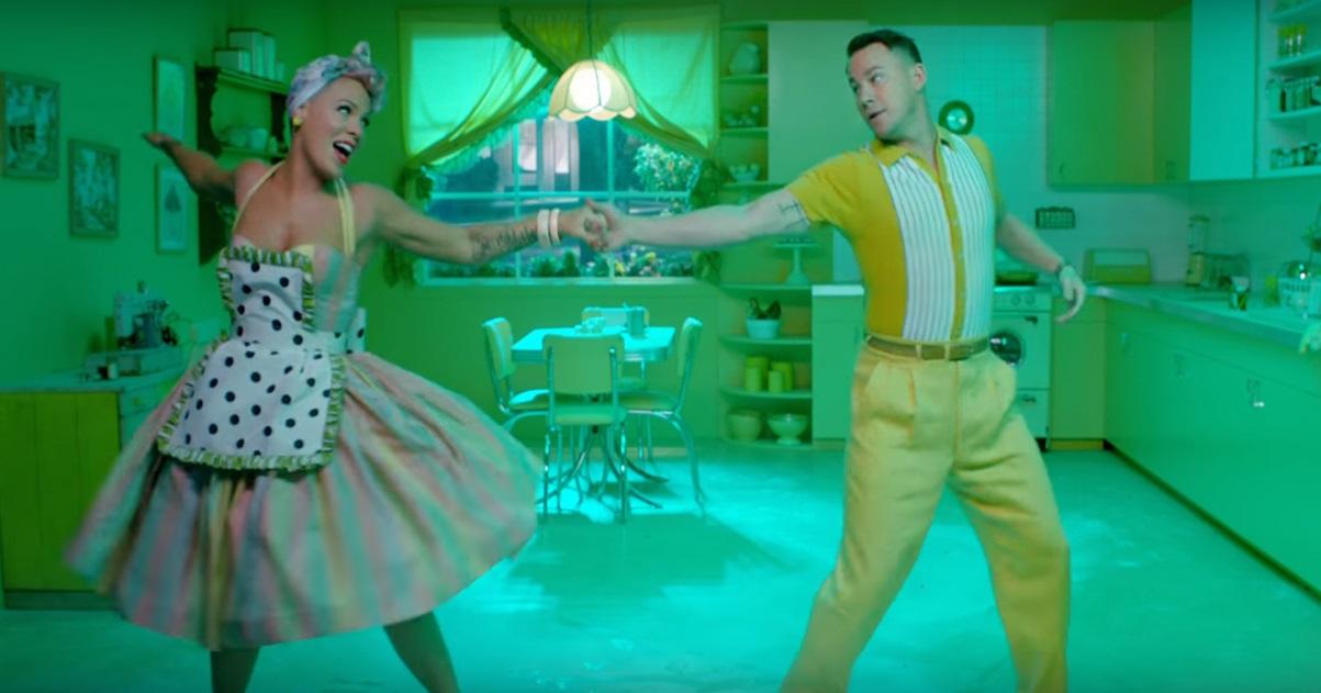 Amei! P!nk e Channing Tatum arrasam na dança no clipe mara de 'Beautiful Trauma'