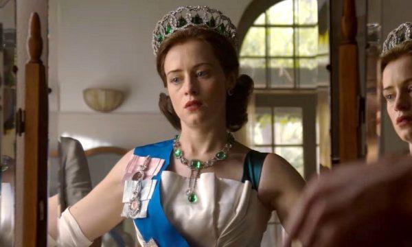 """Claire Foy admite que polêmica salarial em """"The Crown"""" a fez """"abrir os olhos"""""""