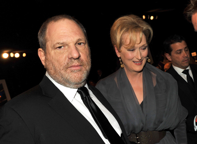 Artista espalha cartazes acusando Meryl Streep de saber sobre abusos de Harvey Weinstein
