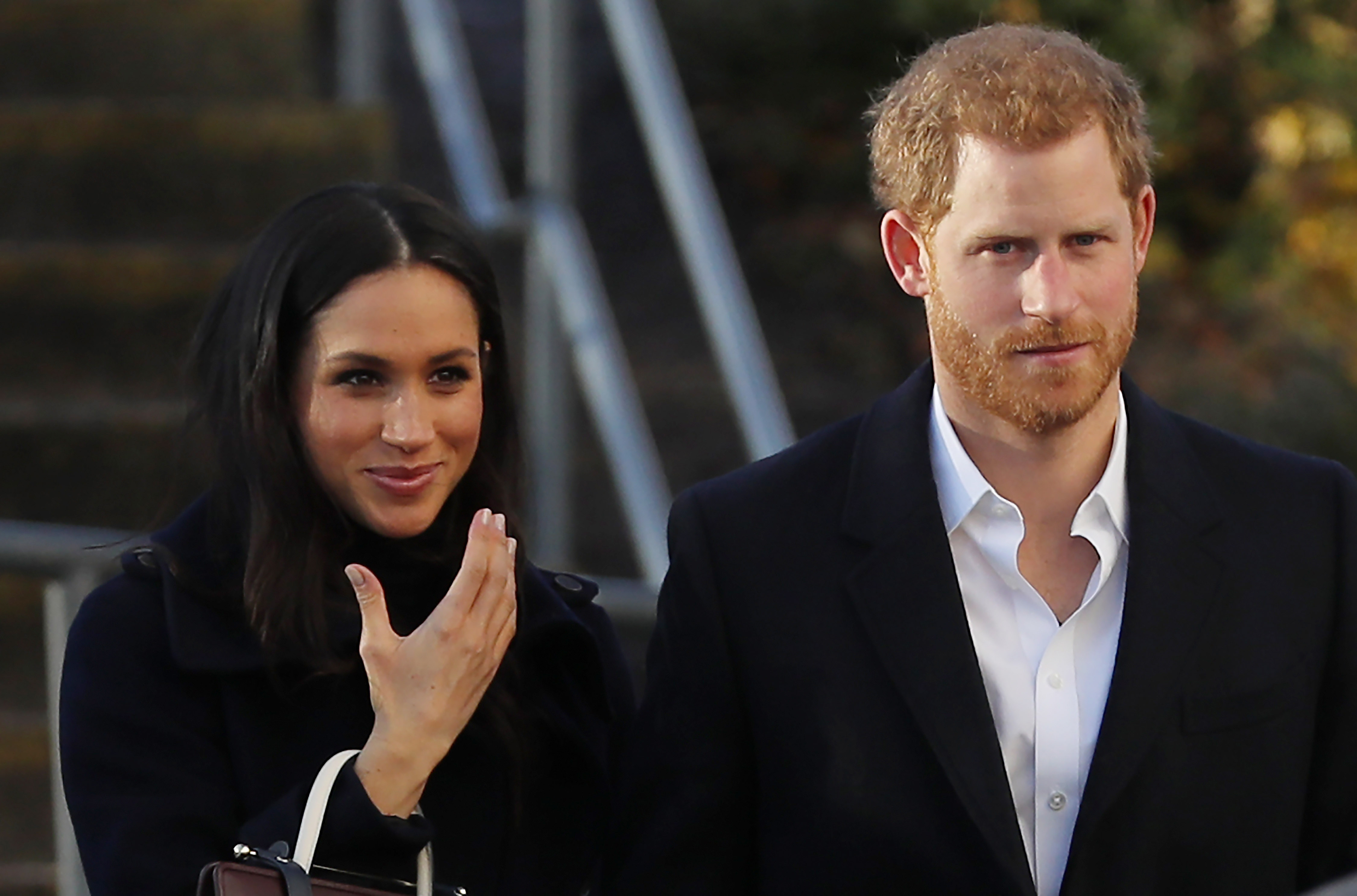 Integrante da Família Real se desculpa após usar acessório racista em almoço com Meghan Markle