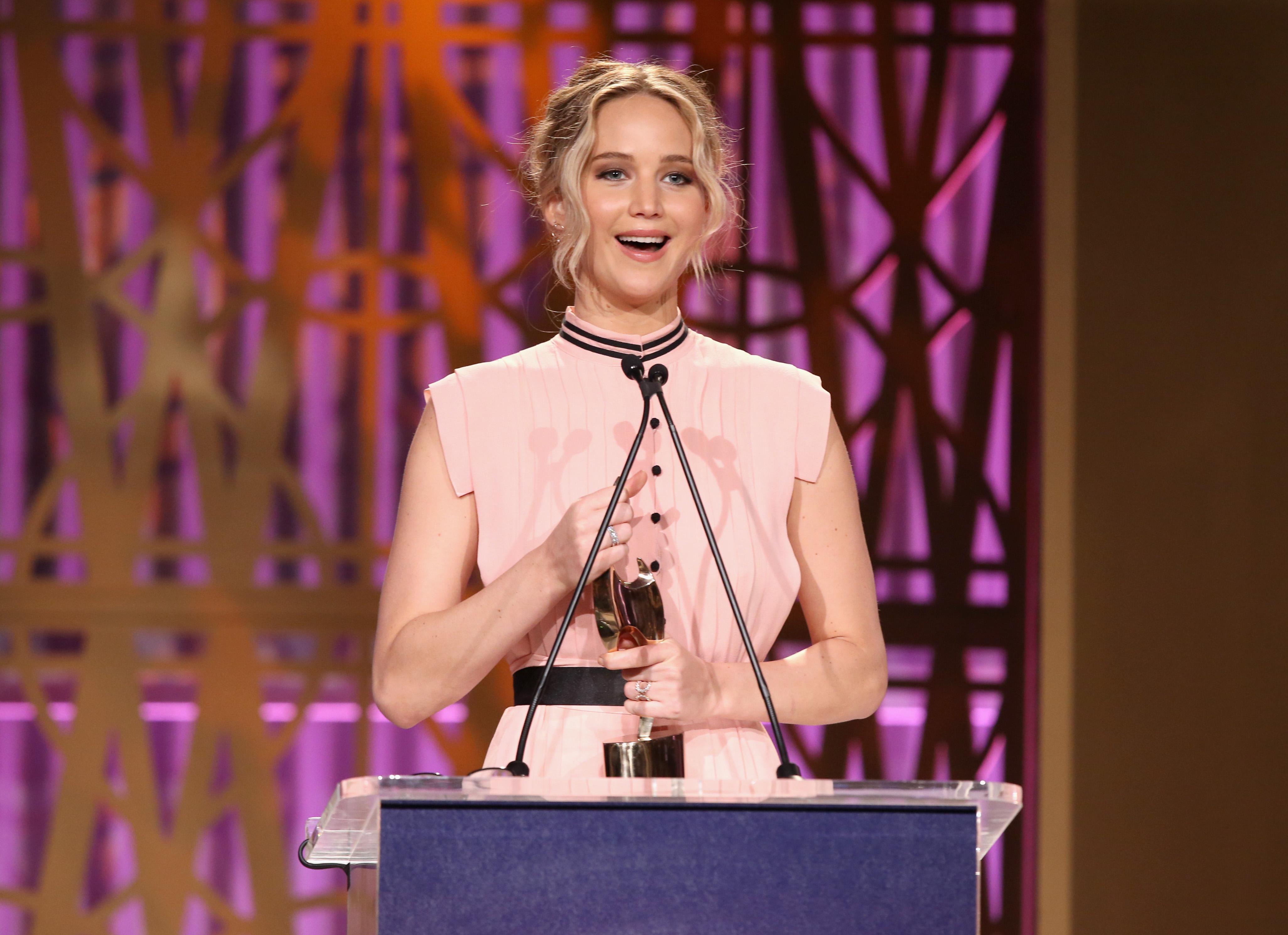 """Jennifer Lawrence faz discurso empoderado e Sherry Lansing """"entrega"""" papo autoconfiante"""