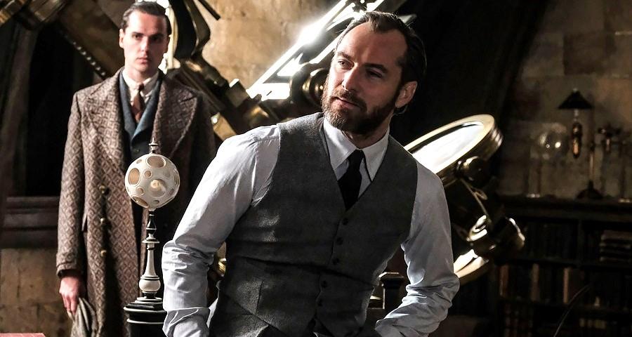 """""""Animais Fantásticos"""": Jude Law e Johnny Depp aparecem em novas fotos da sequência"""