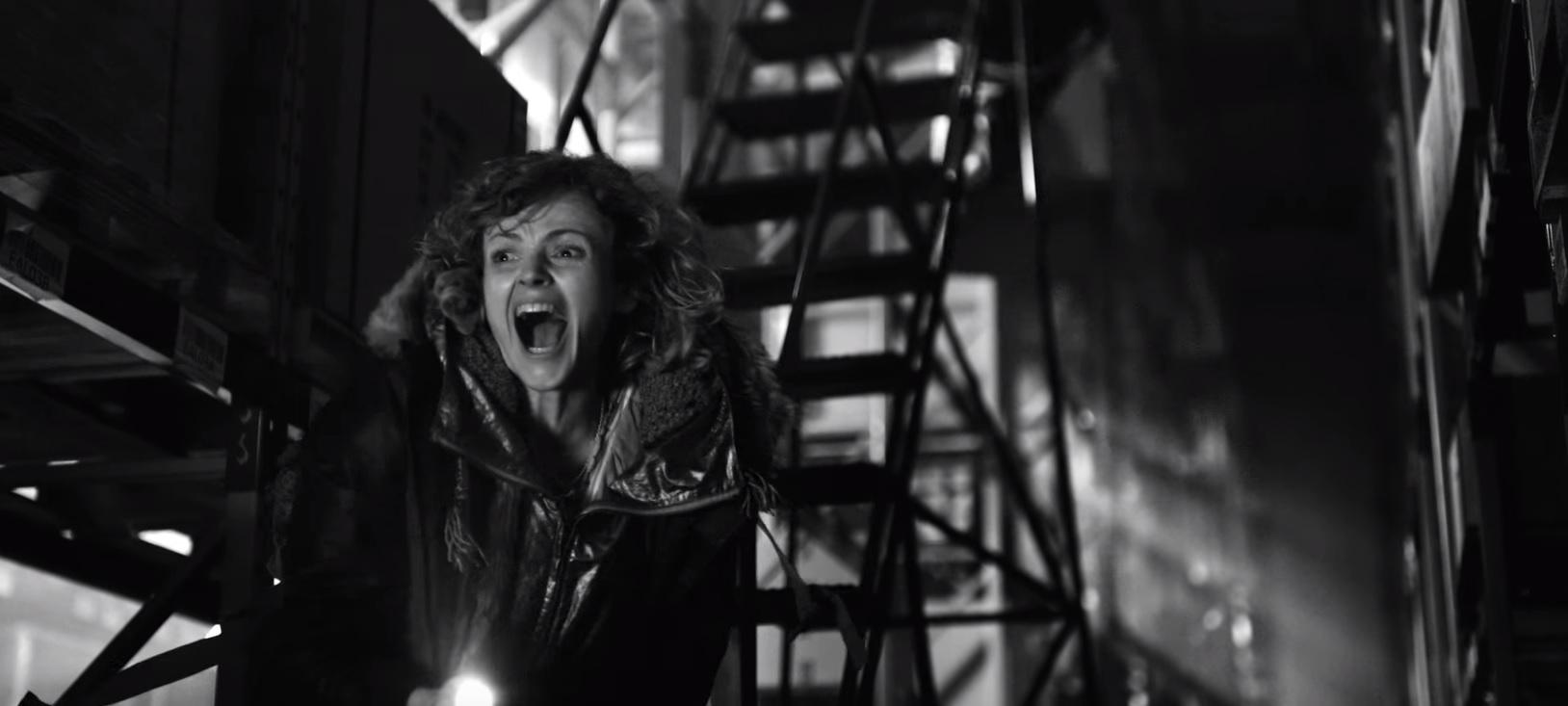"""""""Black Mirror"""": Quinto episódio ganha trailer cheio de tensão; assista """"Metalhead""""!"""