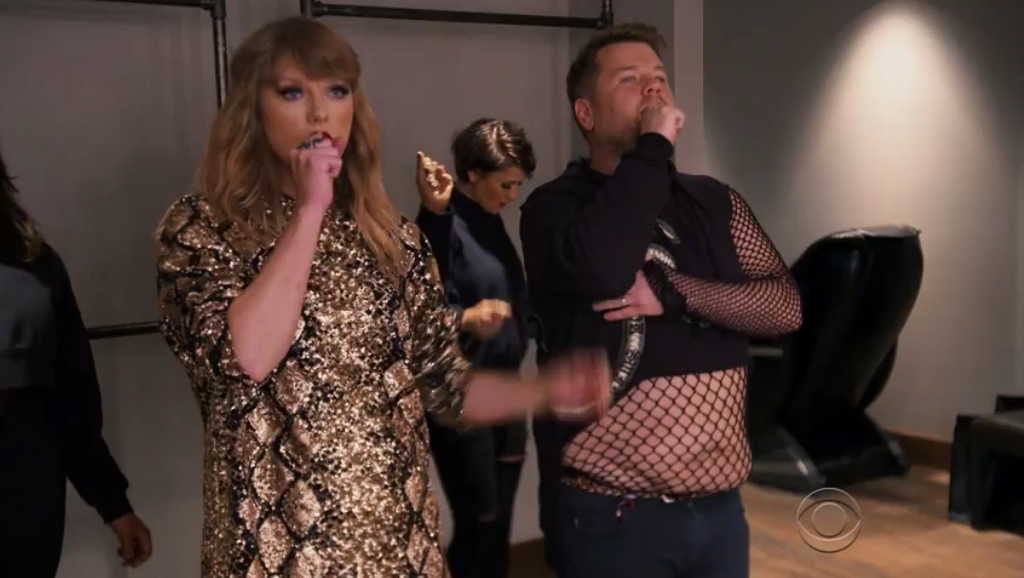 "Hilário! Taylor Swift ensina James Corden a coreografia de ""Look What You Made Me Do""; assista!"