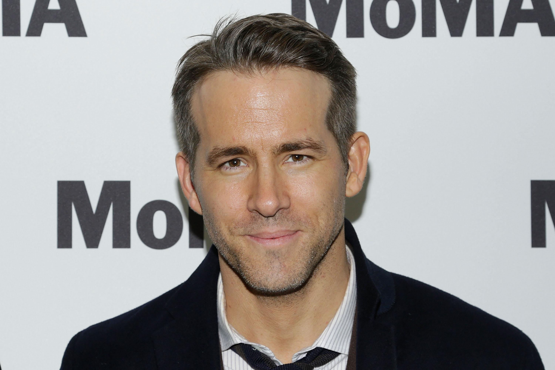 """Ryan Reynolds responde sobre  preferência entre Chris Hemsworth, Chris Pratt ou Chris Evans com """"tweet"""" hilário"""