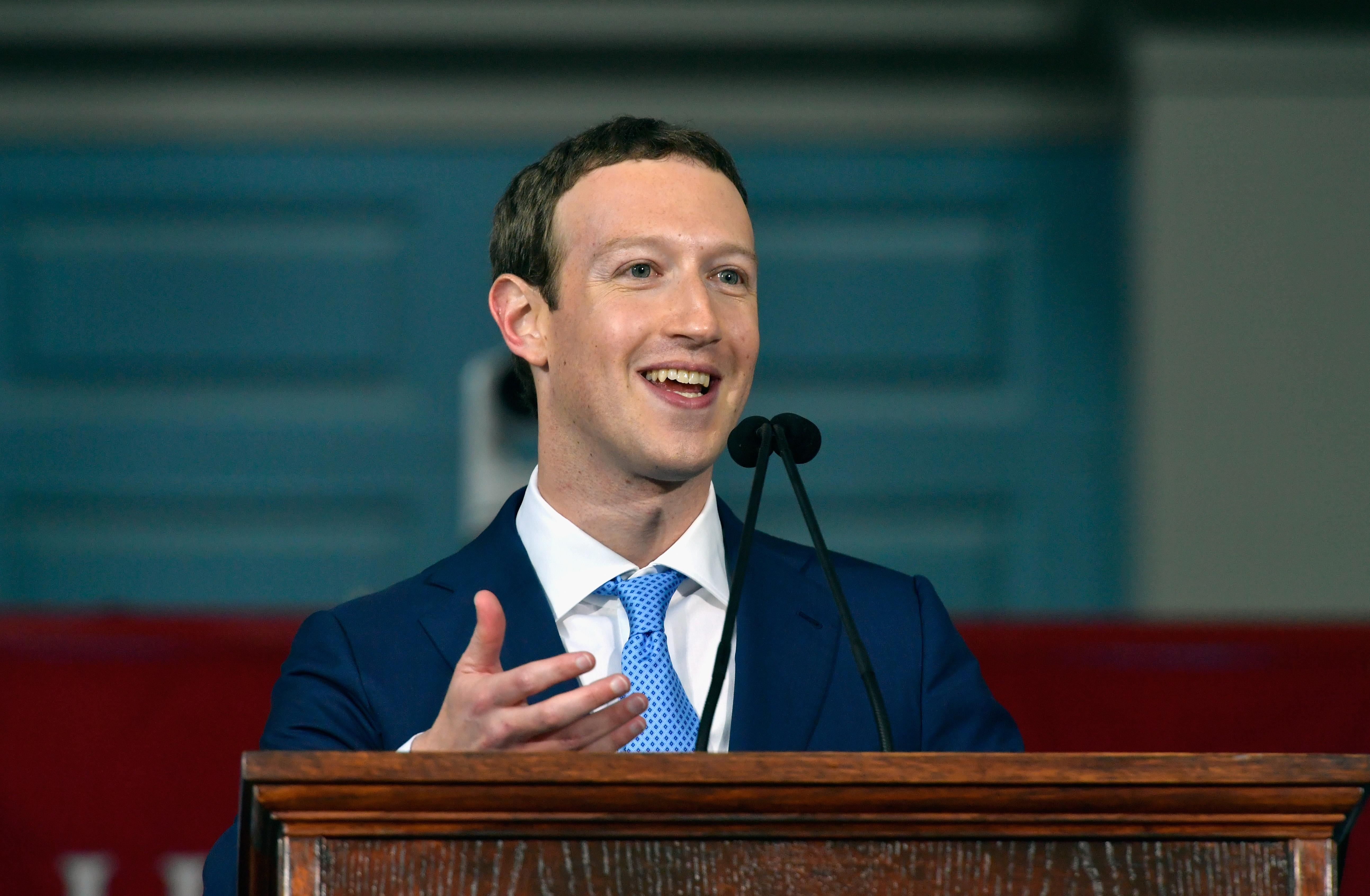 """Mark Zuckerberg anuncia mudanças no Facebook: """"Estreitar relacionamentos"""""""