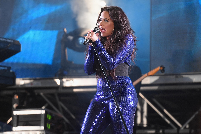 """Demi Lovato faz desabafo nas redes sociais sobre dieta e autoestima: """"Estresse crônico"""""""