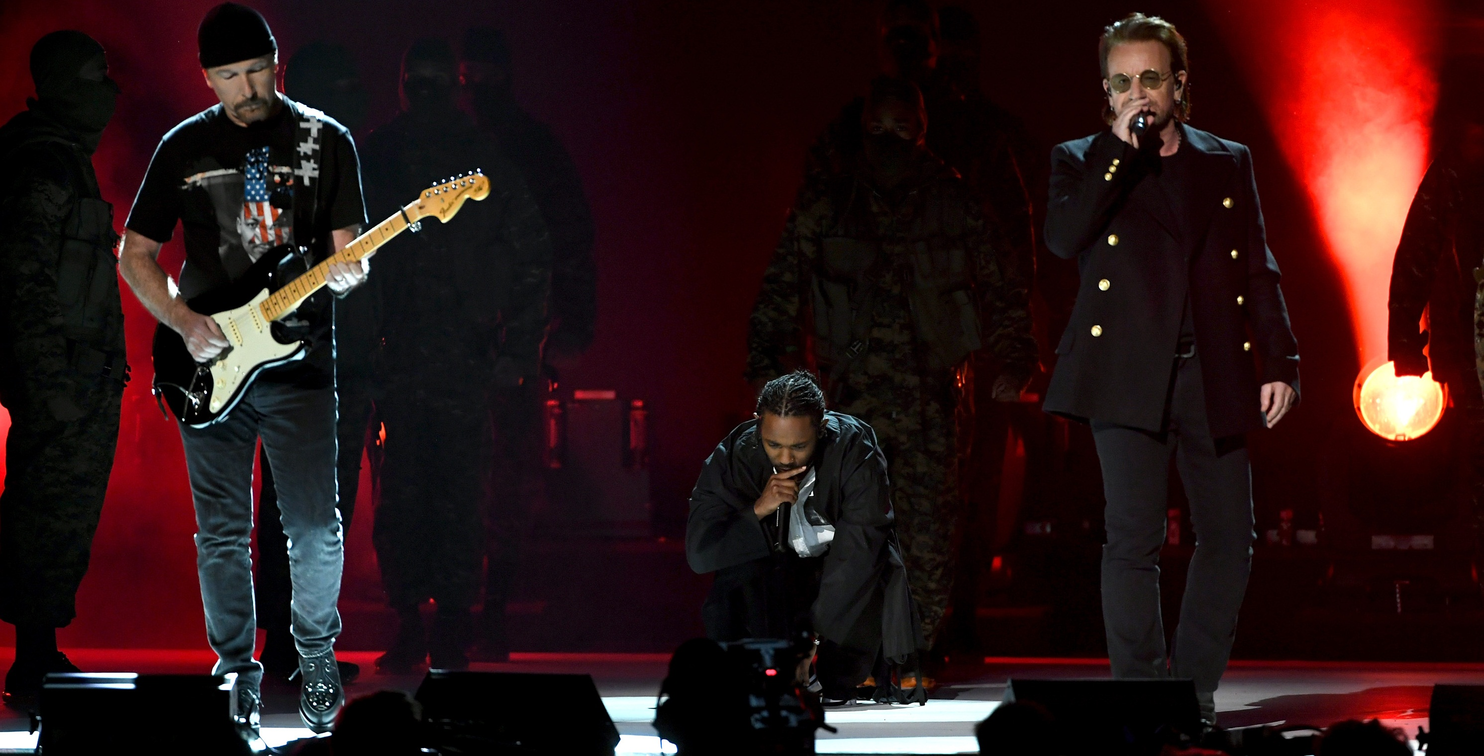 Grammy 2018: Kendrick Lamar faz performance arrebatadora com U2