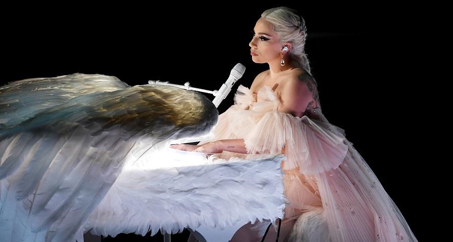 """Lady Gaga canta """"Your Song"""", clássico de Elton John, para projeto especial; ouça!"""