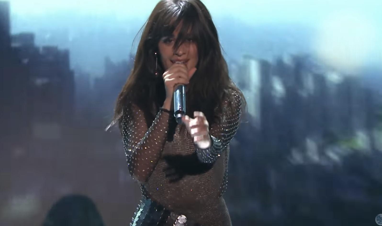 """Camila Cabello ARRASA em primeira performance de """"Never Be The Same"""" na TV; assista!"""