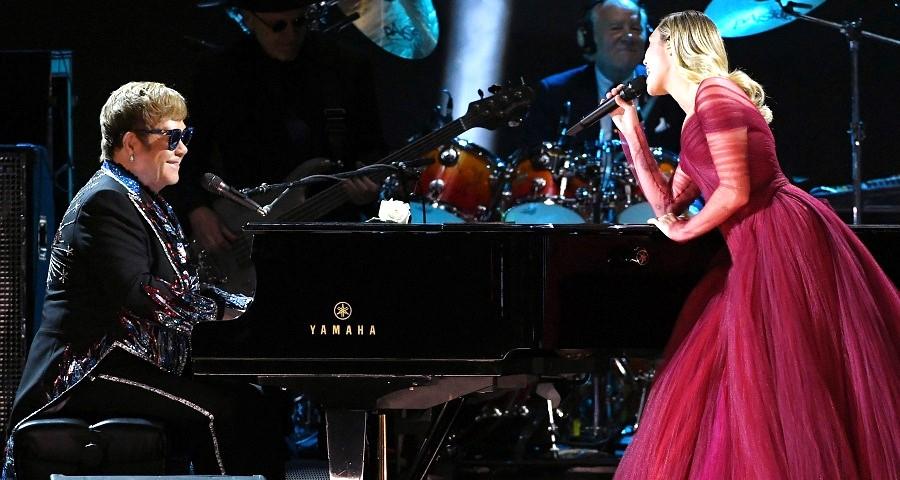 "Grammy 2018: Miley Cyrus se junta a Elton John para performance da clássica ""Tiny Dancer"""