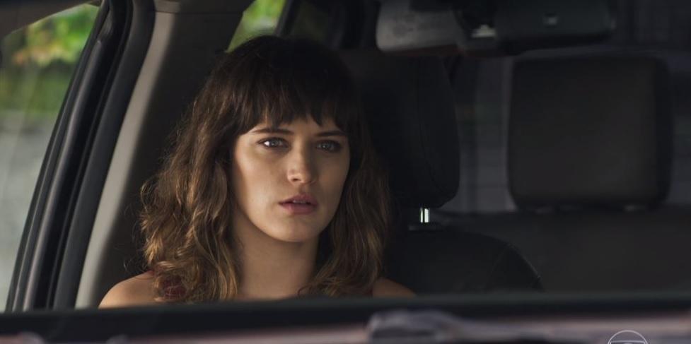 """""""O Outro Lado do Paraíso"""": Em nova tentativa de assassinato, Clara será estrangulada!"""