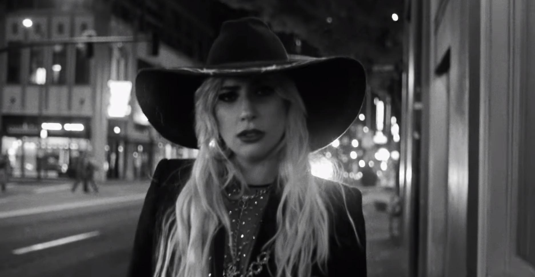 'Joanne': Lady Gaga lança clipe emocionante para música dedicada a tia; assista!