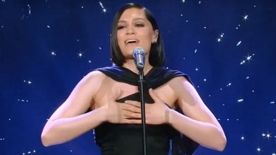 "Jessie J arrasa ao cantar ""I Have Nothing"", de Whitney Houston, em programa chinês; vem ver"