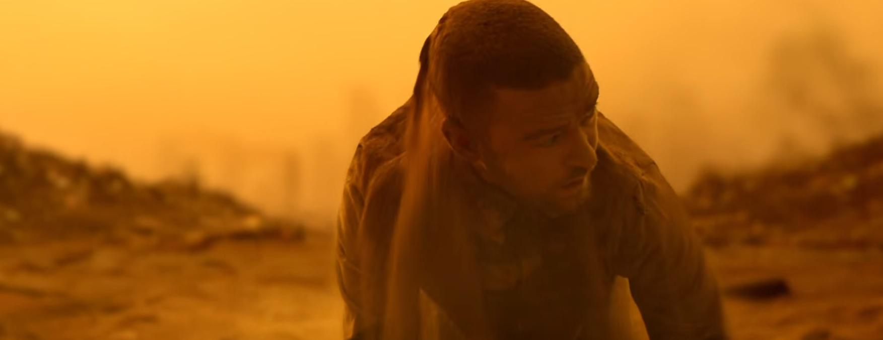 """""""Supplies"""": Justin Timberlake traz clima """"apocalíptico"""" em novo clipe com presença de Pharrell Williams"""