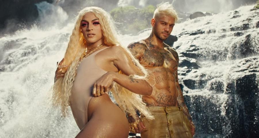 """OMG! Lucas Lucco e Pabllo Vittar dão surra de sensualidade no clipe de """"Paraíso""""; assista"""