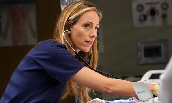 """""""Grey's Anatomy"""": Kim Raver é anunciada como parte do elenco regular da 15ª temporada"""