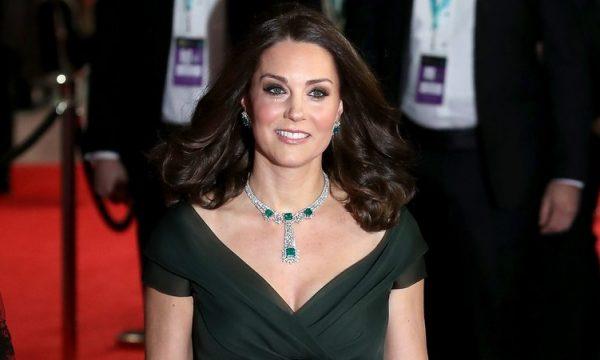 Vestido de Kate Middleton é de fast fashion e custa cerca de R$260, vem ver!