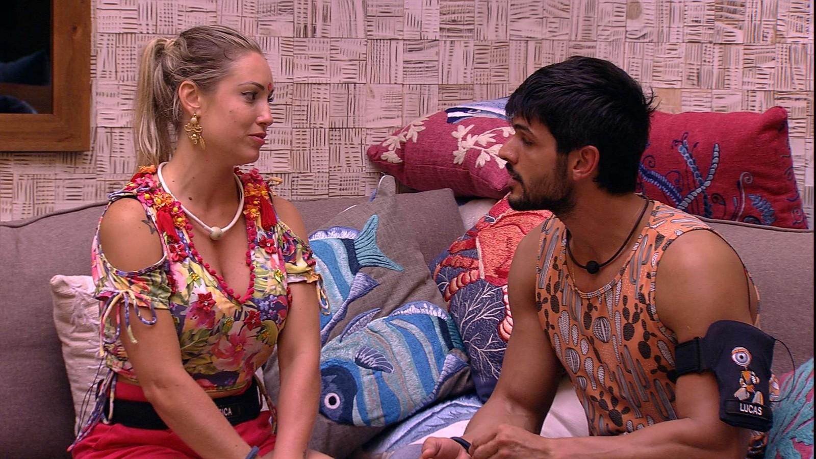 """BBB18: Após puxão de orelha, Lucas revela medo de perder a namorada e tem DR """"forçada"""" com Jéssica"""