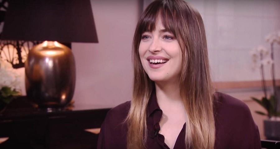 Dakota Johnson fala sobre '50 Tons de Liberdade' e revela seu momento preferido dos três filmes