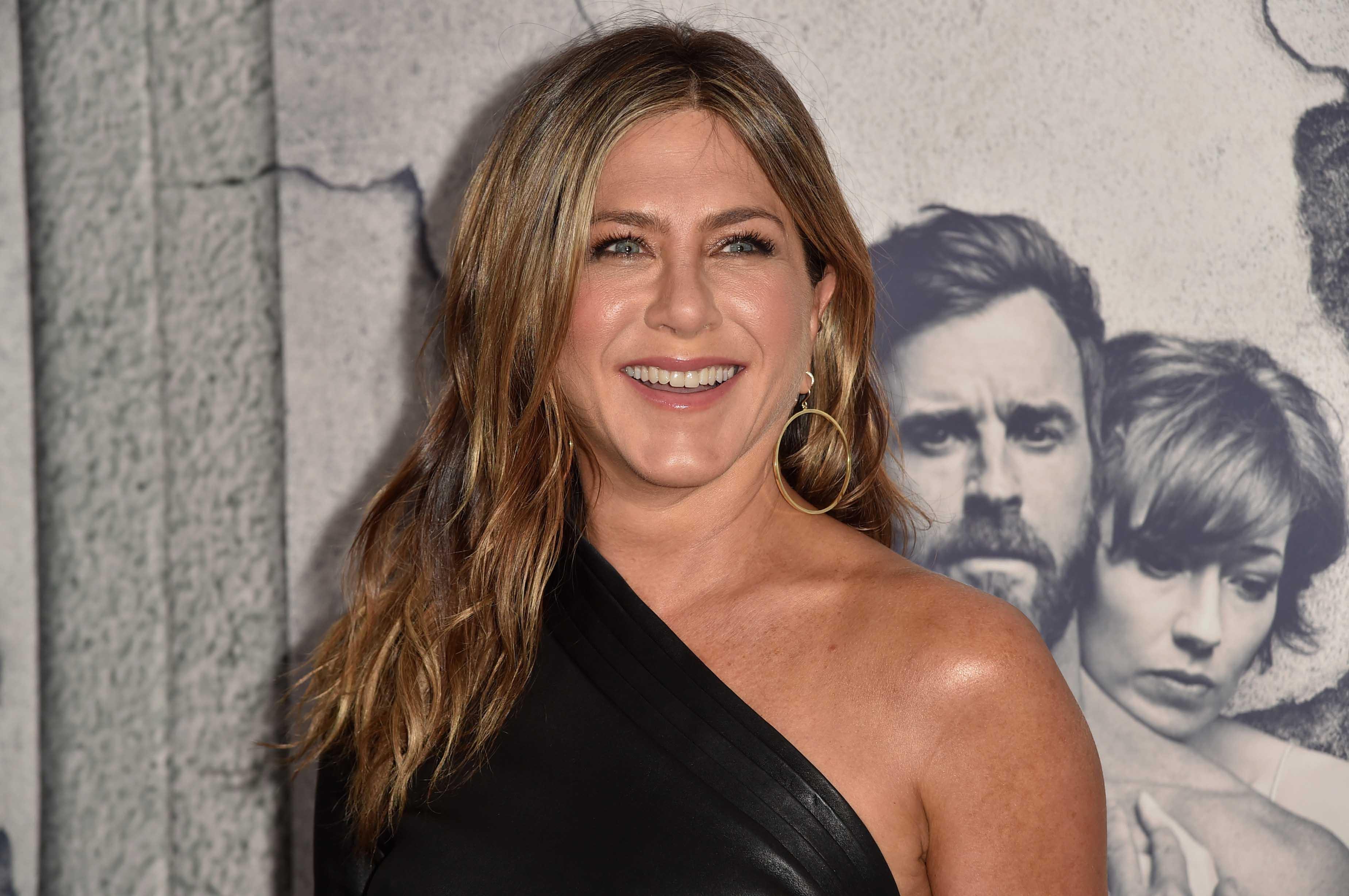 """Jennifer Aniston mostra mansão milionária em Los Angeles e fala sobre """"colaboração"""" do marido"""